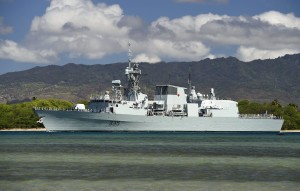 HMCS_Calgary_(FFH-335)_leaves_Pearl_Harbor_in_July_2014